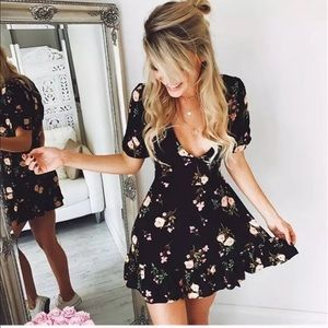 S NIB pretty boutique floral dress 🌸🌺🌼😍💐